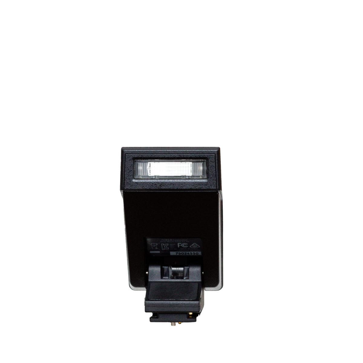 Fujifilm Blitzgerät EF-X8 kostenlos zur Kamera dazu mieten.
